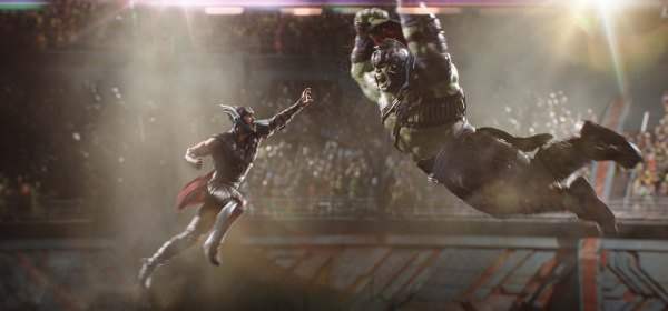 Marvel Studios Thor: Ragnarok. L to R: Thor (Chris Hemsworth) and Hulk (Mark Ruffalo). Photo: Film Frame. ©Marvel Studios 2017