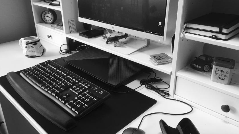 Behold the desk of a Cinefex scribe